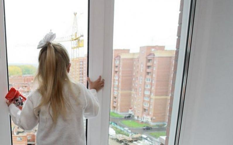 В Днепре 5-летняя девочка выпала из окна