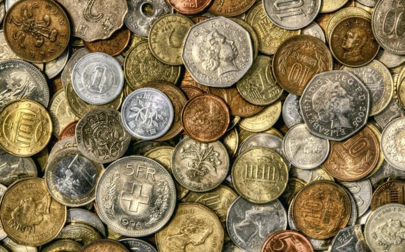 Через блокпост пытались провезти старинные украшения и монеты