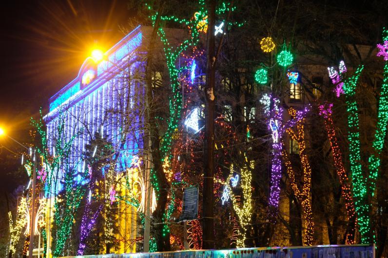 Сказочный городок в сквере возле ДнепрОГА откроют 19 декабря