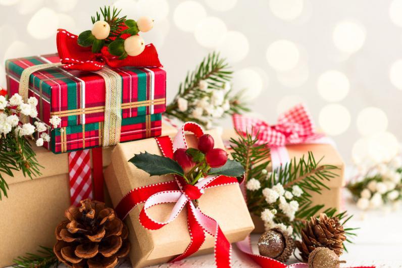 В Днепре открыли выставку о новогодних подарках