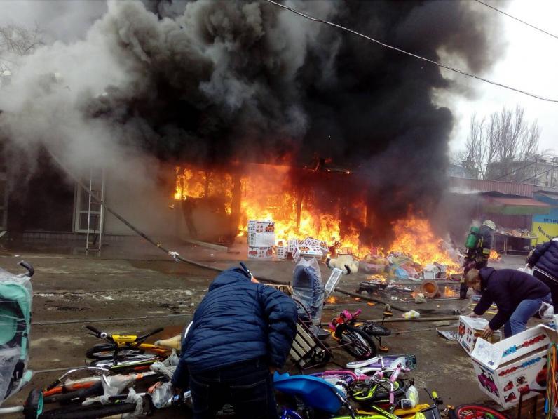 В Днепре сгорели три киоска