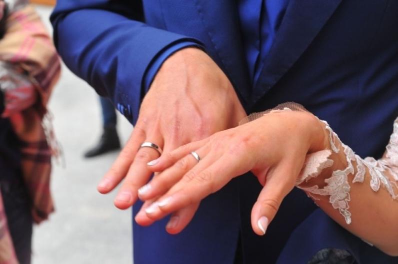 Жители Днепропетровщины в День святого Валентина смогут пожениться ночью