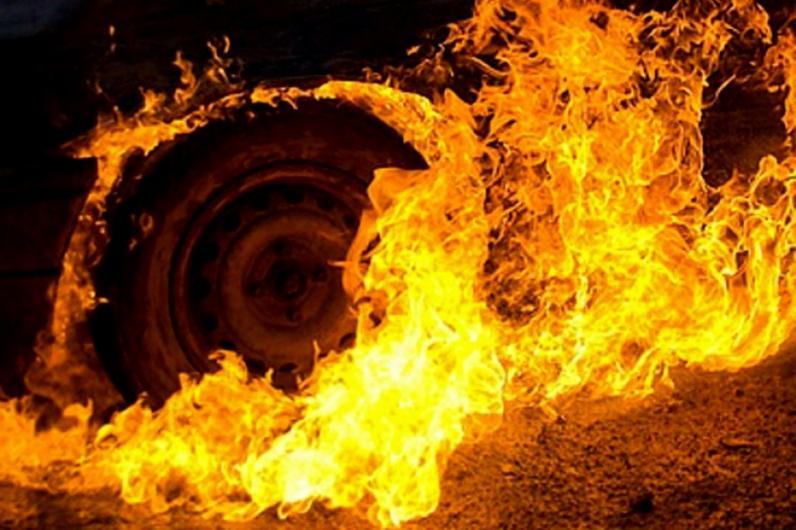 В Днепре на автостоянке загорелся грузовик