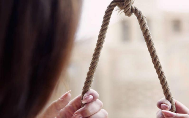 В СИЗО повесилась женщина, напавшая с молотком на бойца АТО