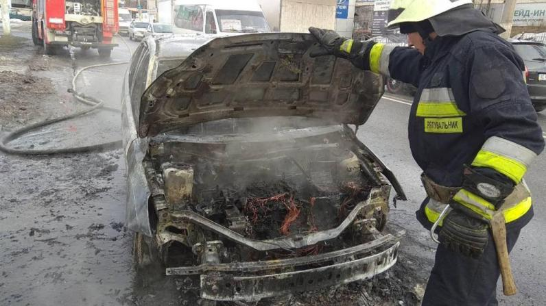 В Днепре на ходу загорелся автомобиль