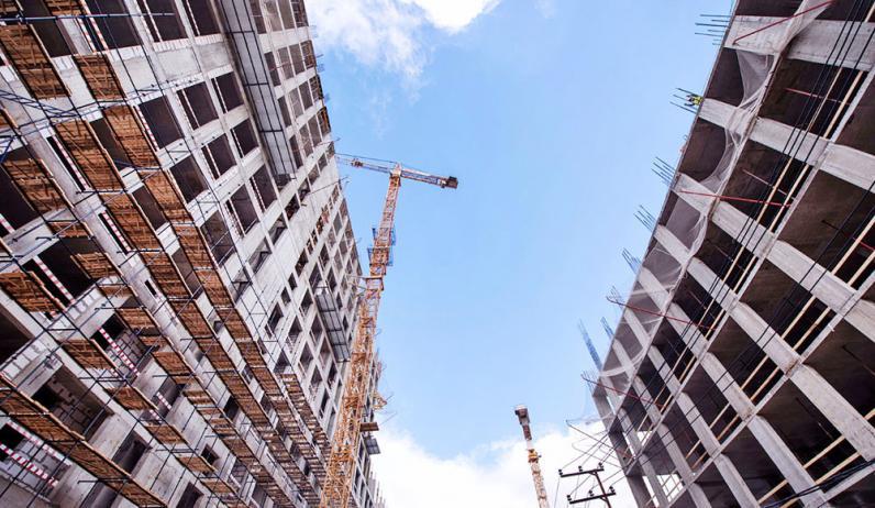 Новые строительные нормы: запретят строить парковки внутри городских дворов