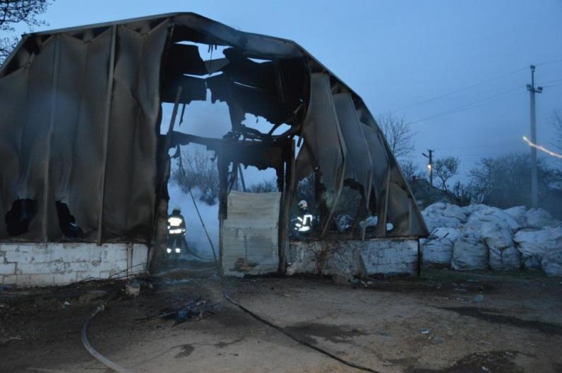 Под Днепром сгорел ангар