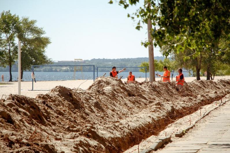 В Днепре пляж на Монастырском острове готовят к пляжному сезону