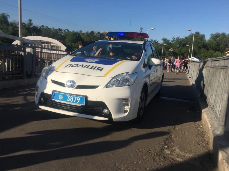 В Днепре мужчину ранили на пешеходном мосту к Монастырскому острову