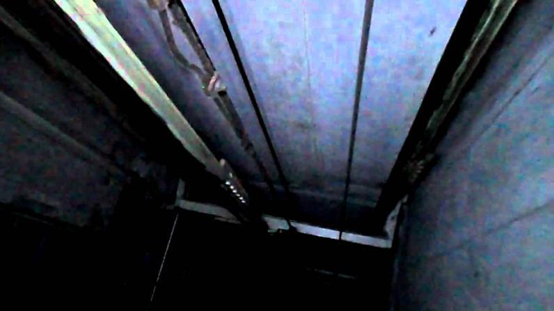 В Кривом Роге шестилетний мальчика упал в шахту лифта