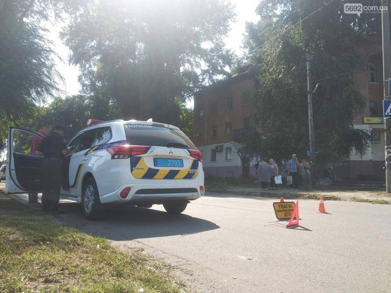 В Каменском на пешеходном переходе сбили женщину с ребенком