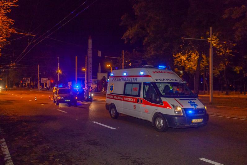 В Днепре сбили мужчину, который бежал на трамвай