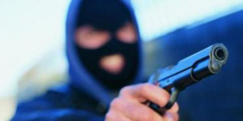 На Днепропетровщине мужчина стрелял по киоскам и ранил прохожую