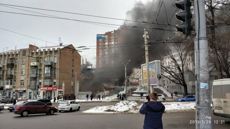 В Днепре горит недострой возле стадиона «Днепр-Арена» (Фото)