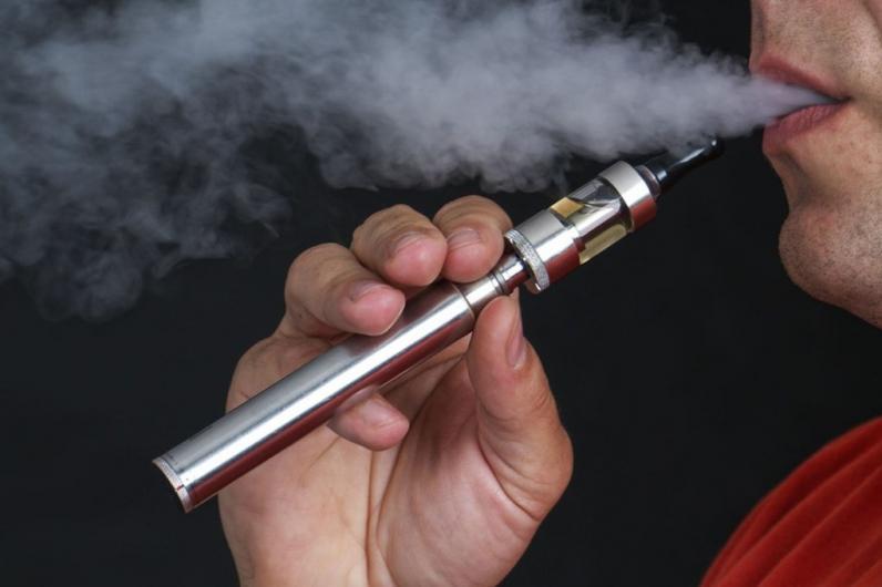 На Днепропетровщине в руках у парня взорвалась электронная сигарета